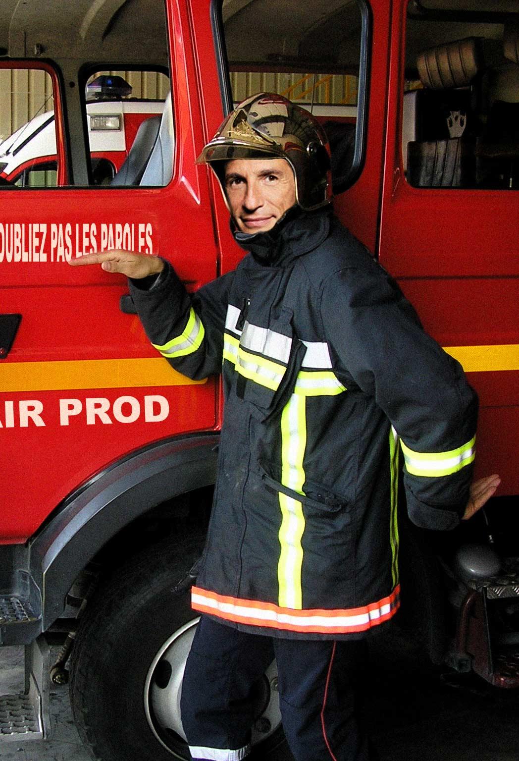 Nagui joue le role de pompier de service pour l'accés de France 2