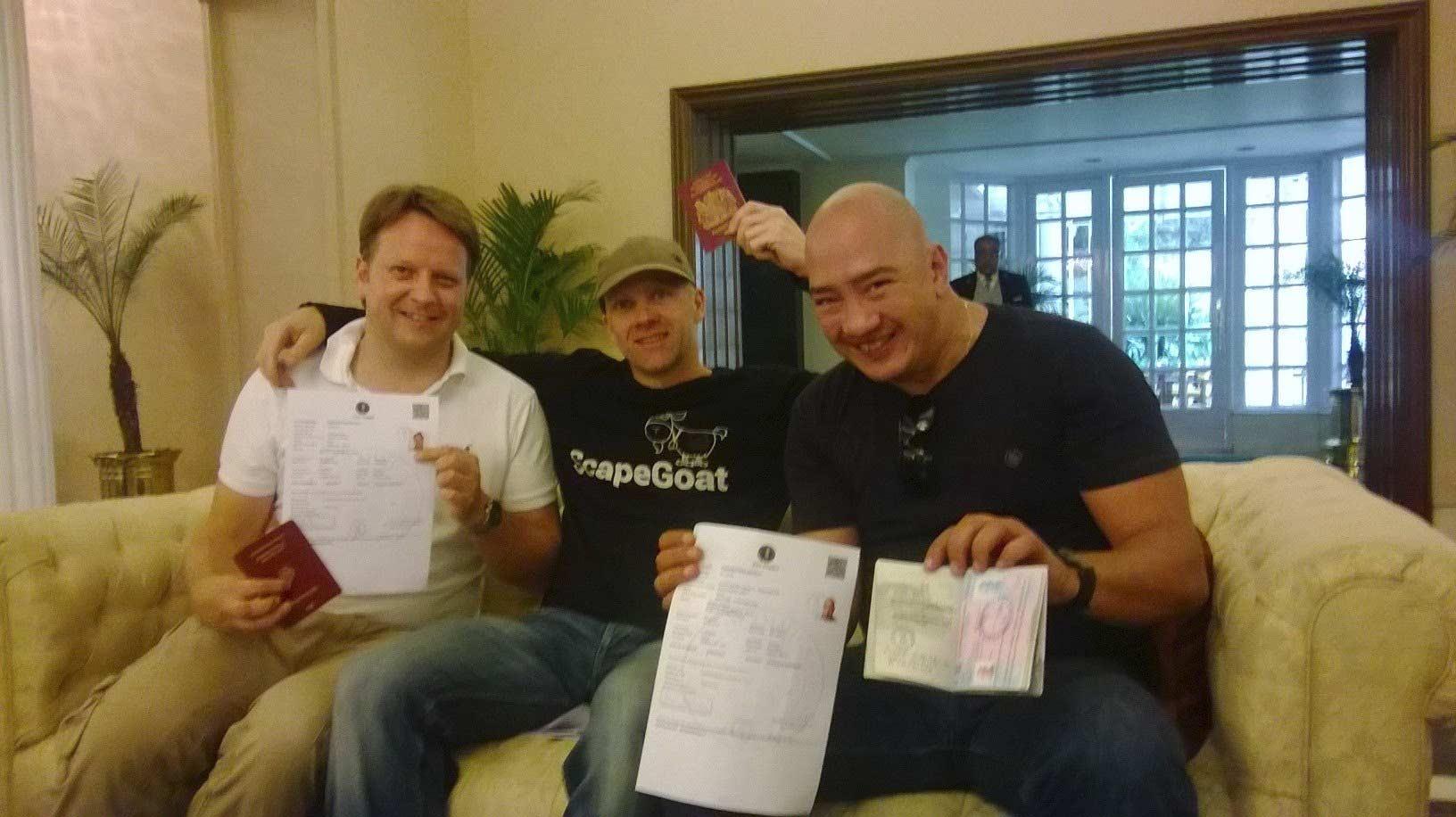 Ils sont libres ! Les 3 derniers membres retenus en Inde de l'équipe de Pékin Express ont récupérés leur passeport !