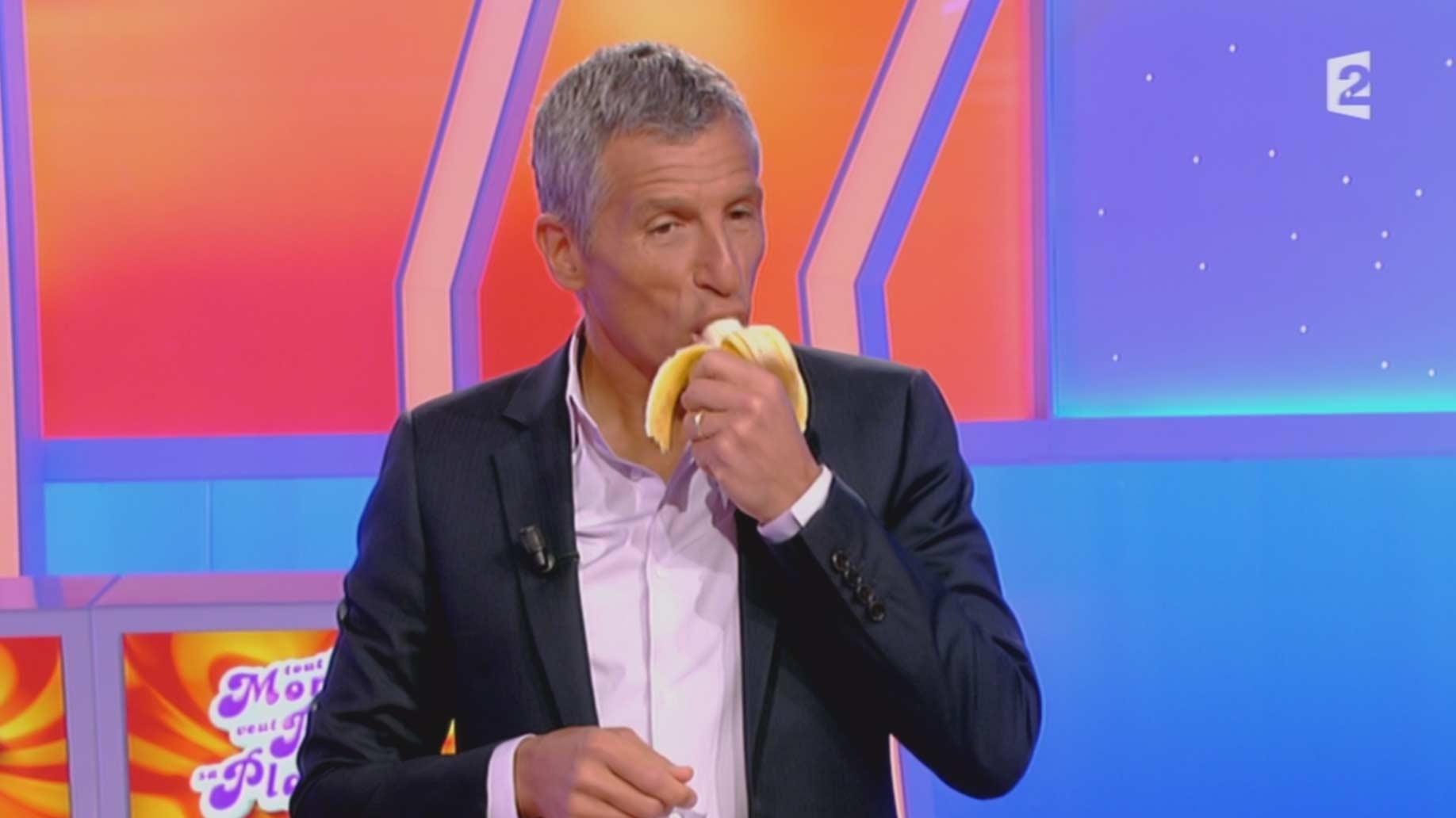 Nagui dans tout le monde veut prendre sa place mange une banane