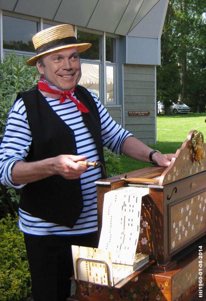 Julien Lepers aime pousser la chansonnette