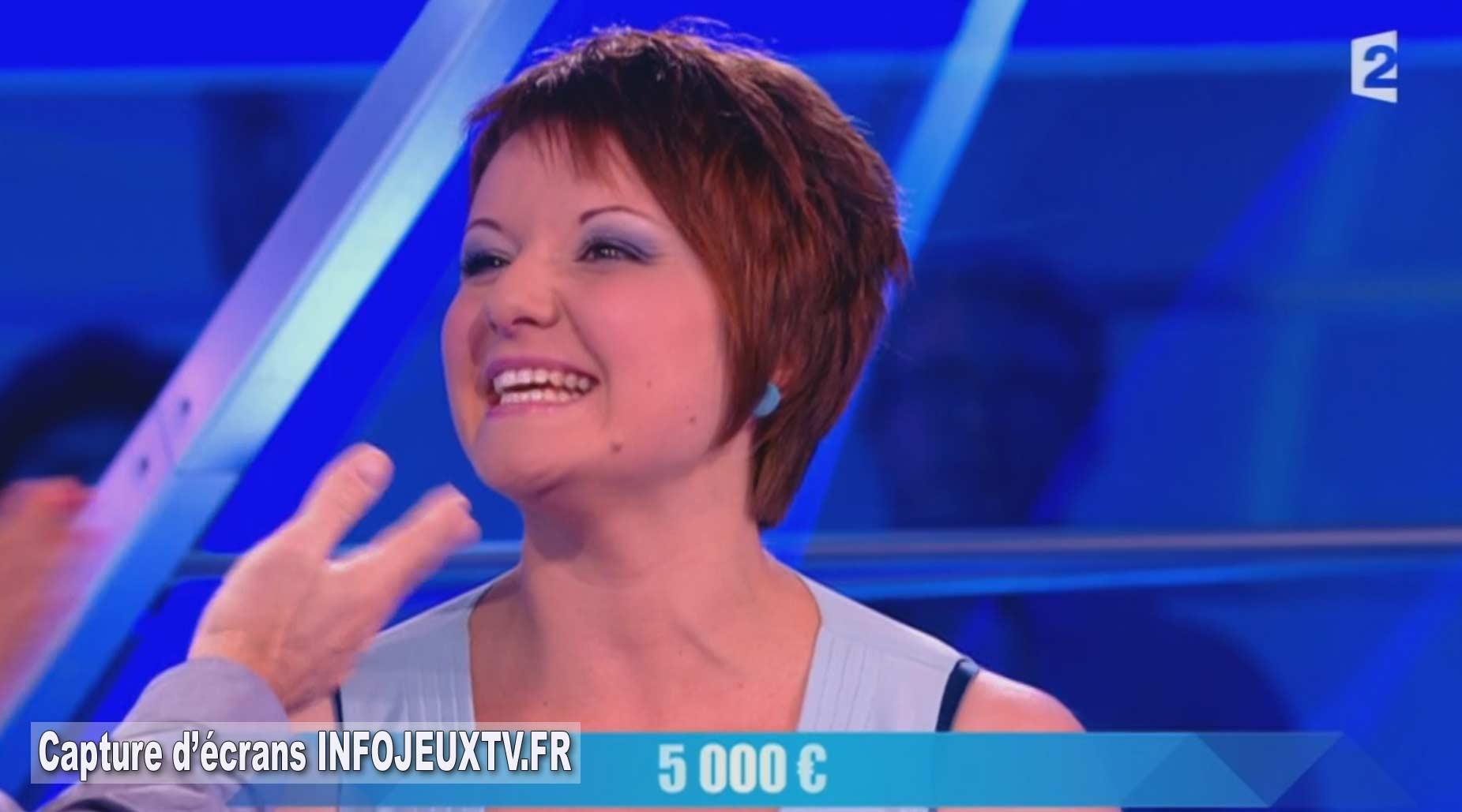 la candidate Julie gagne 5 000€ à Pyramide