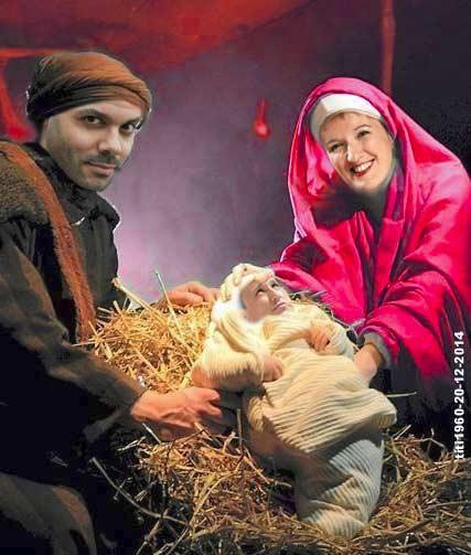 La crèche de Noël spécial humoriste, Anne Roumanoff Frédérick Sigrist et la petit Xilly Rovelli