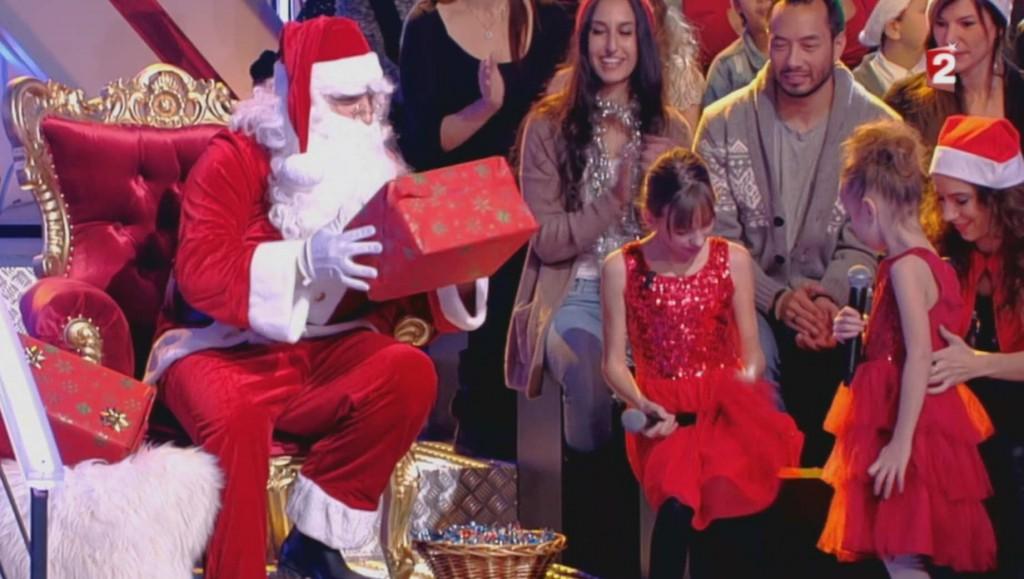 Le père Noël sur le plateau de N'oubliez pas les paroles